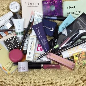 Other - 💋 MAKEUP & SKINCARE MYSTERY BOX